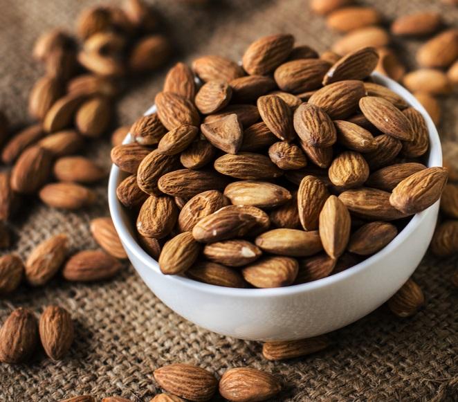 almond-bowl-brown-burlap-closeup-edible-1436477-pxhere.com